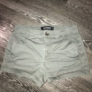 Express mid rise shorts size 0 (green)